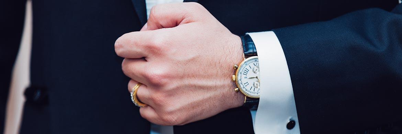 Luxusuhr-Mann-Anzug