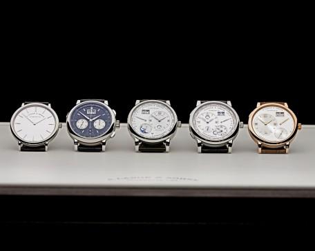 A. Lange & Söhne Uhrenmodelle: Saxonia Thin, Datograph Auf/AB, Lange 1 Tourbillon Ewiger Kalender, Lange 1 Zeitzone und Grosse Lange 1